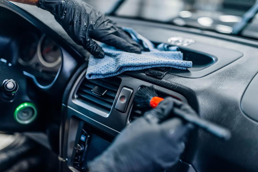 Riparazione interni auto varese