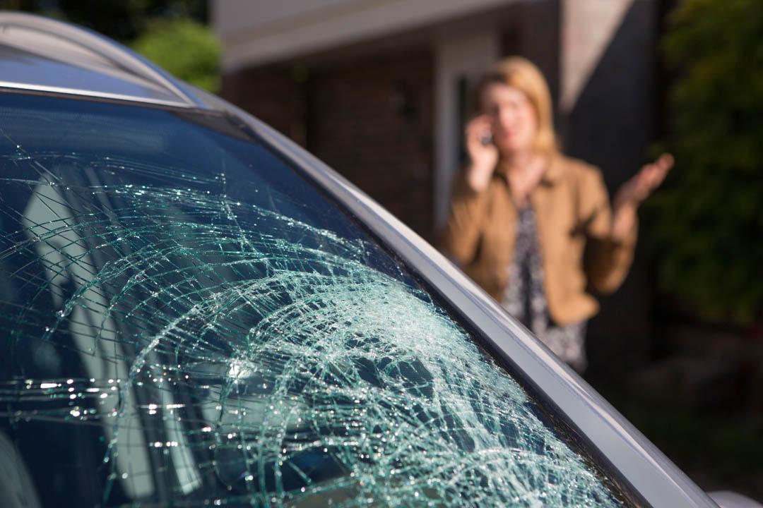 rottura cristallo auto
